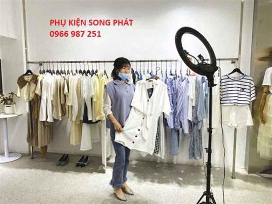 Đèn Livestream bán quần áo